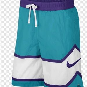 Men's Nike loose fit basketball shorts NWT